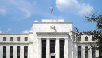 Ahora creen que la Reserva Federal no subirá la tasa en 2015