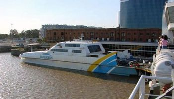 Buscan conectar Rosario con Uruguay a través del transporte fluvial