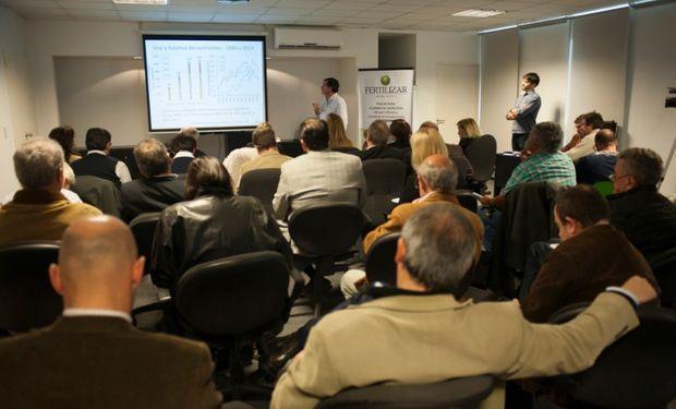 Fernando García, Director IPNI Cono Sur, presentó pautas y números para la toma de decisiones en la nutrición de cultivos estivales.