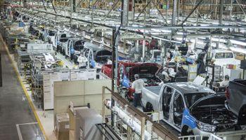 """Toyota no encuentra empleados para producir pick ups: """"Se perdió el valor del secundario"""""""