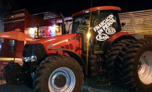 En ambas fiestas, los presentes contaron con la presencia del tractor Puma 205
