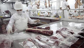 Trabajadores de la industria cárnica acordaron un incremento salarial del 17 %