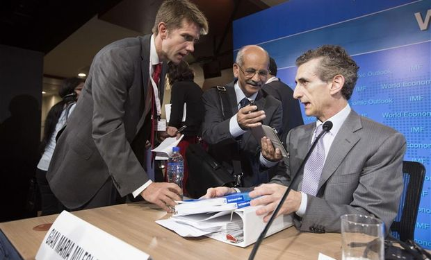 Milesi Ferretti, economista del FMI, con periodistas, ayer en Lima.Foto:AFP