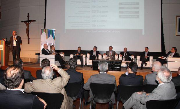 Además presentaron los acuerdos logrados con dirigentes políticos y otros actores de la sociedad, sobre las Políticas de Estado necesarias para asegurar el desarrollo económico y social de la Argentina.