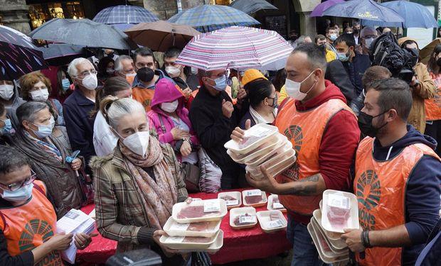¿A imitar? En Europa, los productores regalan carne como forma de protesta