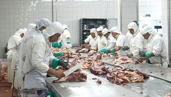 Frigoríficos reclaman una baja en los derechos de exportación a la carne y corrección en el IVA