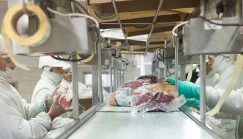Piden mayor transparencia en las habilitaciones de los frigoríficos con casos de coronavirus