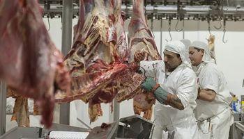 Las exportaciones de carne vacuna cierran el año con más embarques, pero menos divisas
