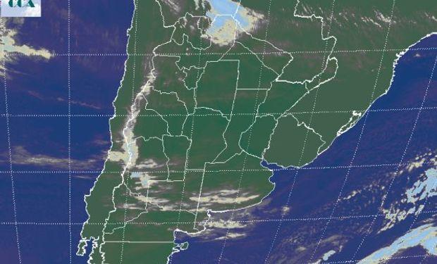 En la imagen satelital, aparecen coberturas nubosas que bajo las actuales circunstancias y aun con muy escaso desarrollo vertical, son muy inestables.