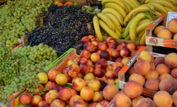 EN ROJO. En el caso de la manzana el valor desde que se produce hasta que llega al consumidor se multiplica por 8,5 veces.