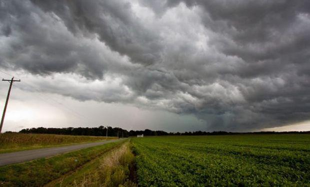 En gran parte del área de cobertura se desarrollan lluvias y tormentas.