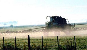 Santa Fe: piden subir 100% los impuestos a los productores que aplican agroquímicos