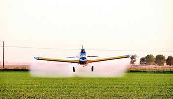 Quieren prohibir las pulverizaciones aéreas con agroquímicos