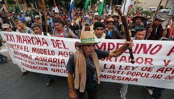 Trabajadores y campesinos protestaron contra el gobierno en Paraguay