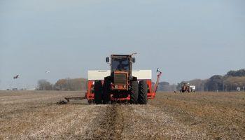 #ElCampoenlasRedes: comenzó la siembra de trigo, como si no hubiera elecciones