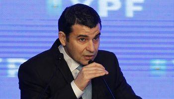 """Galuccio anunció el hallazgo de un """"superpozo"""" de petróleo"""
