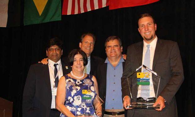 Ganadores de Environmental Respect Award 2015. Foto de archivo.
