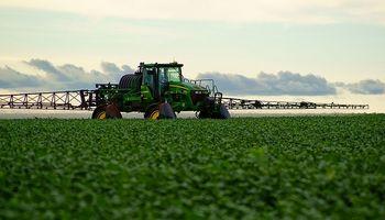 Por la crisis del agro, cayó la venta del herbicida glifosato