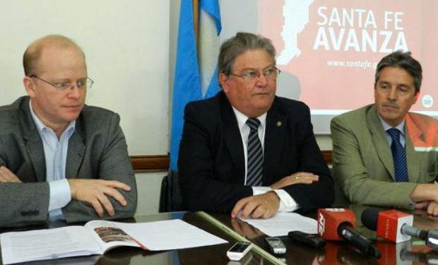 El secretario de Agricultura, el ministro de Producción y el secretario de Industria de la provincia.