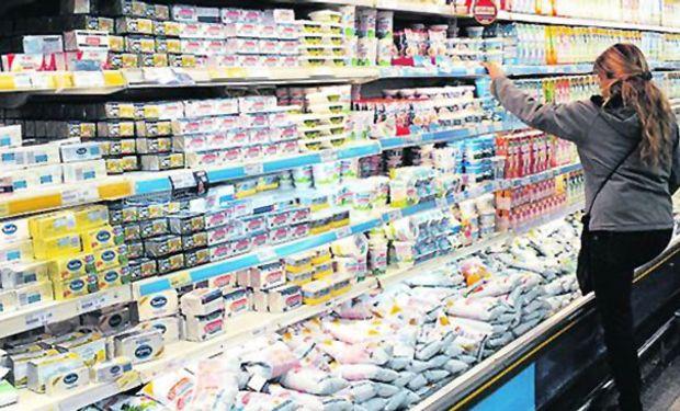 Para los productores lecheros el precio en dólares cayó 39% en un año.