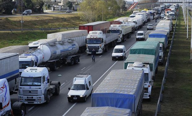 La Federación de Transportes de Cargas aduce falta de obras para mantenimiento y construcción de nuevas vías.