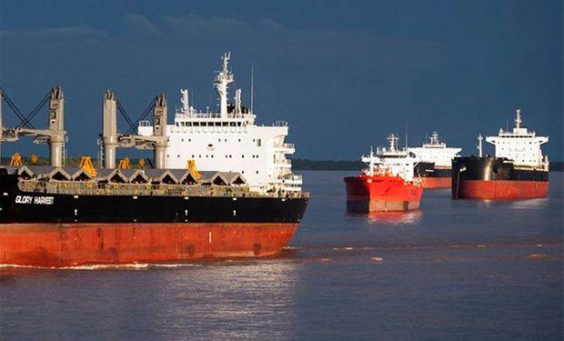 """Crece el conflicto en los puertos y peligra el ingreso de divisas: denuncian """"pretensiones desmesuradas"""" de los gremios"""