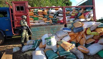 Prefectura secuestró un cargamento de maíz por comercio ilegal en Misiones
