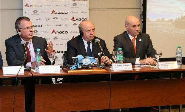 Conferencia de prensa de las principales autoridades de grupo AGCO.