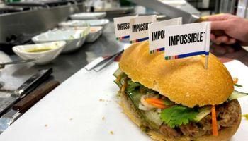 Para competirle a la carne, Impossible Foods baja un 20% sus precios en Estados Unidos y realizará lo mismo en Singapur