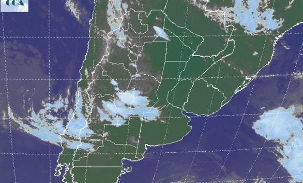 La foto satelital muestra el contraste entre el este y el oeste.