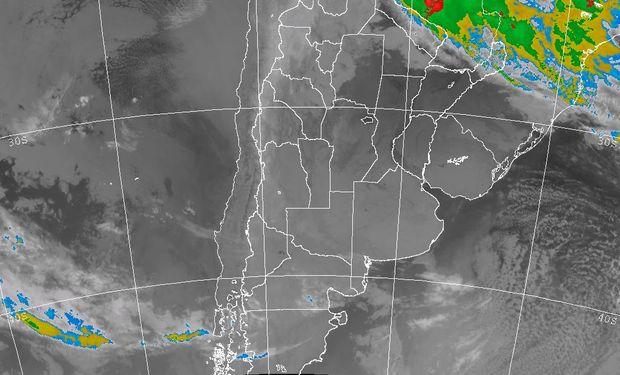 La foto satelital muestra un vasto despliegue de cielos despejados en toda la zona agrícola principal del país.