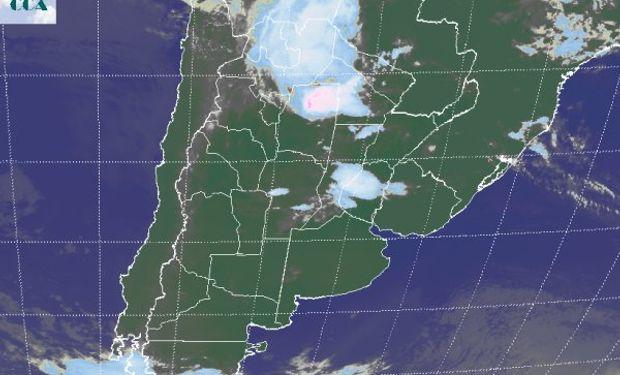 En la imagen satelital se aprecian diferenciadas, dos zonas bien activas.