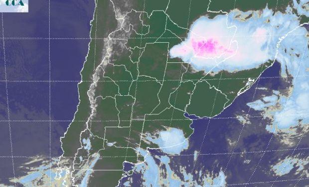 La foto satelital permite apreciar la escala del sistema de mal tiempo que afecta el sudeste de BA y se ve que la situación se restringe a la zona.