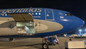 No solo vacunas: Aerolíneas Argentinas transportó más de 123 toneladas de semillas de maíz