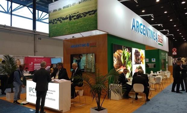Pabellón Argentine Beef de 150 metros en el que los empresarios ofrecen sus productos.