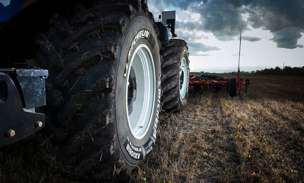 Si bien se ha mejorado en la selección del tamaño adecuado de neumáticos, el aumento del peso de las máquinas debe ser soportado por un sustrato siempre deformable como es el suelo.
