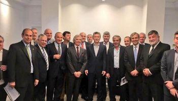 Macri prometió a los industriales que no se importará azúcar