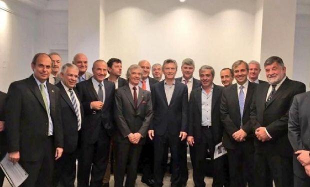 El presidente Mauricio Macri, el ministro de Agricultura Ricardo Buryaile y el titular del Plan Belgrano, José Cano se reunieron con los industriales azucareros del país.