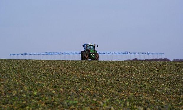 Pondrían límites a la importación de agroquímicos con medidas técnicas.