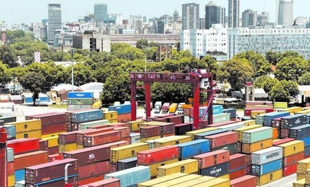 Los rubros de importaciones más afectados por las restricciones vigentes, explicó Pérez Santisteban a LA NACION, son el automotor y el agrícola.