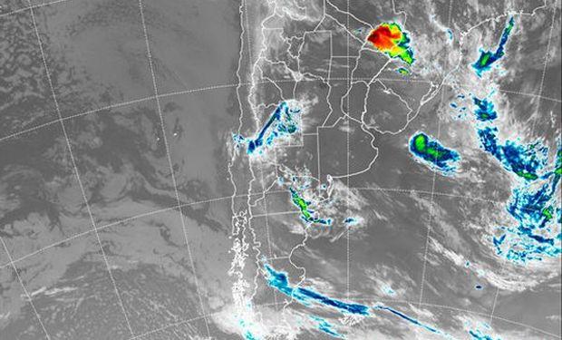 En el recorte de la Imagen Satelital puede observarse la presencia aún de un núcleo nuboso con alta actividad sobre el extremo noreste del país.