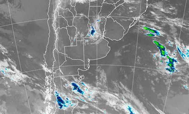 Sobre las provincias del centro y principalmente sobre Santa Fe comienzan a aparecer coberturas nubosas.