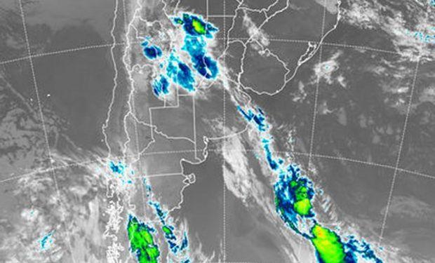 Se aprecian vastas coberturas nubosas sobre la provincia de Córdoba y las vecindades del sur de Santa Fe.