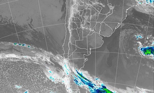 El recorte de la Imagen Satelital indica claramente el vasto despliegue de cielos despejados que predominan prácticamente en todo nuestro territorio.