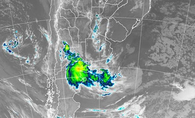 Lo más destacado se presenta sobre el este de la provincia de Río Negro desde donde se reportan lluvias y tormentas de variada intensidad.