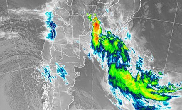 En la foto satelital se aprecia como la nubosidad de mayor desarrollo se va desplazando.