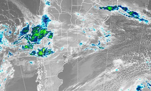 En el recorte de imagen satelital, las coberturas nubosas se muestran como un manto apenas destacado.