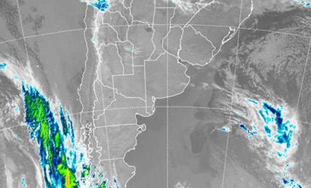En la imagen satelital, puede apreciarse el dominio de cielos sin cobertura en gran parte del país.