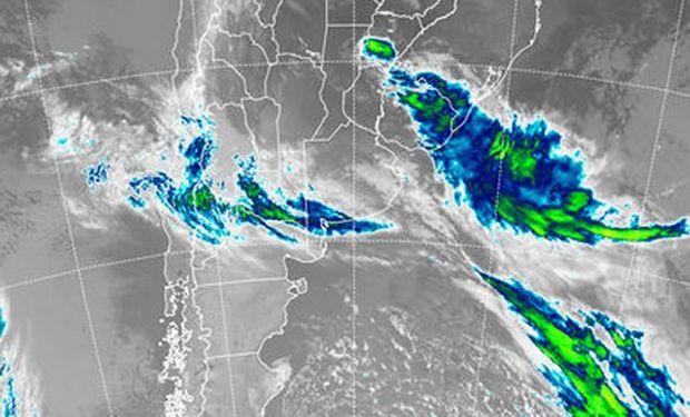 En la imagen satelital, se aprecian coberturas nubosas que intentarán, con dificultad proyectarse hacia la franja central del país.