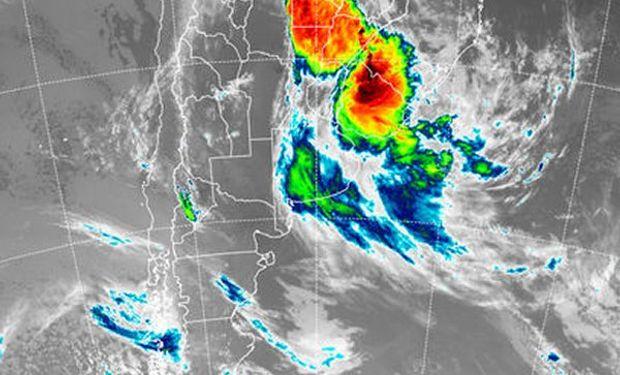 La foto satelital, permite observar el desplazamiento del mal tiempo hacia el noreste del país y hacia el este, con tormentas muy importantes sobre territorio uruguayo.